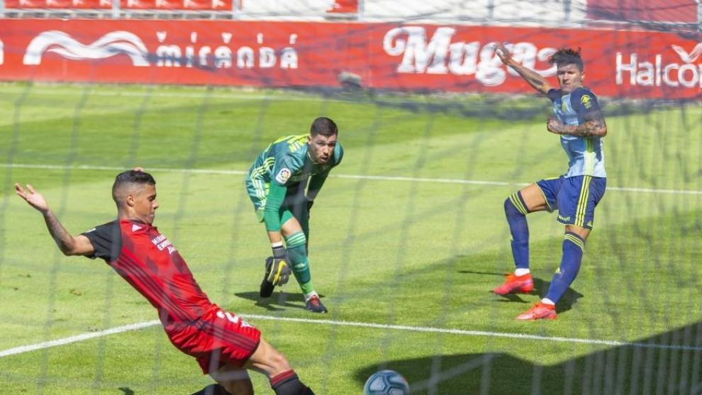 El Almería defiende su ventaja