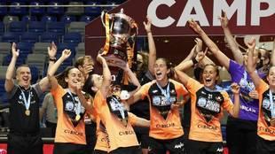 El Pescados Rubén Burela celebra la Liga femenina.