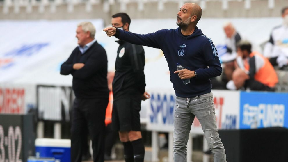 Pep Guardiola (45), en acción ante el Newcastle.