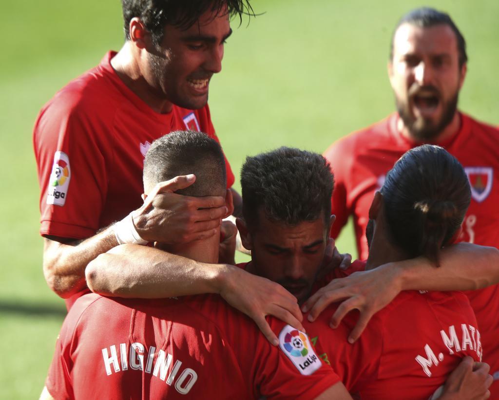 Los jugadores del Numancia celebran el gol del triunfo de Higinio