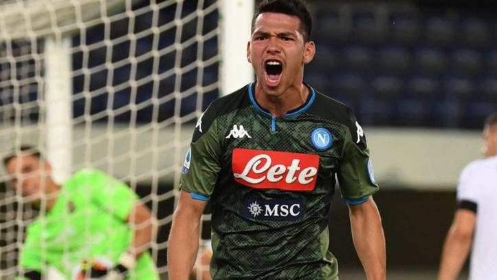 Lozano en festejo de gol con el Napoli |