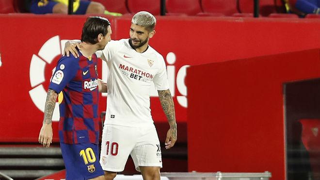 Banega y Messi se saludan cariñosamente en el Sánchez-Pizjuán.