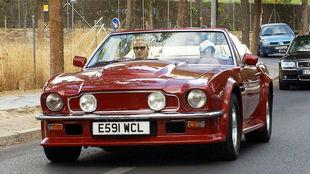 David y Victoria Beckham, a bordo del Aston Martin AMV8 Volante.