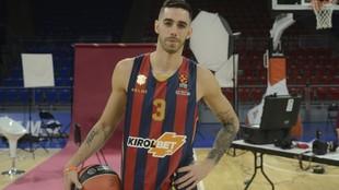 Luca Vildoza posa en el Buesa Arena en un reportaje con MARCA.