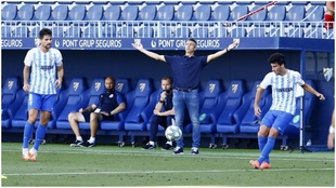 El entrenador del Girona, Martí, durante el partido frente al...