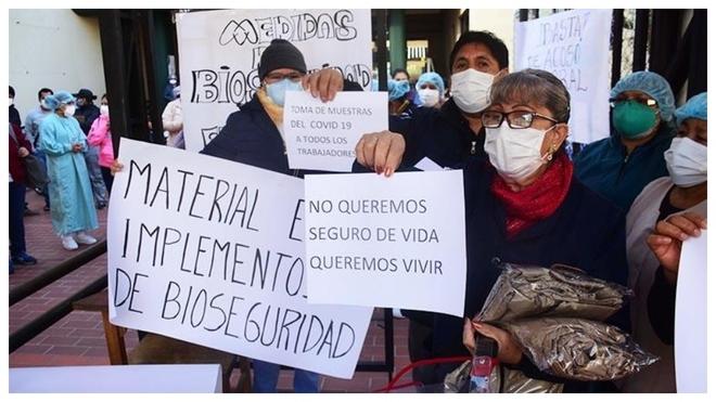 Manifestantes bolivianos protestan durante la pandemia del...