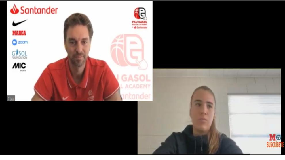 Pau Gasol y Sabrina Ionescu durante la charla