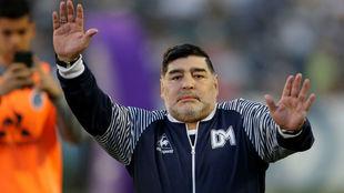 La locura de los últimos tiempos: ¡un candidato a presidir la RFEF dice que tiene cerrado a Maradona como seleccionador!