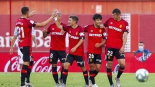 Los jugadores del Mallorca celebran uno de los tantos.