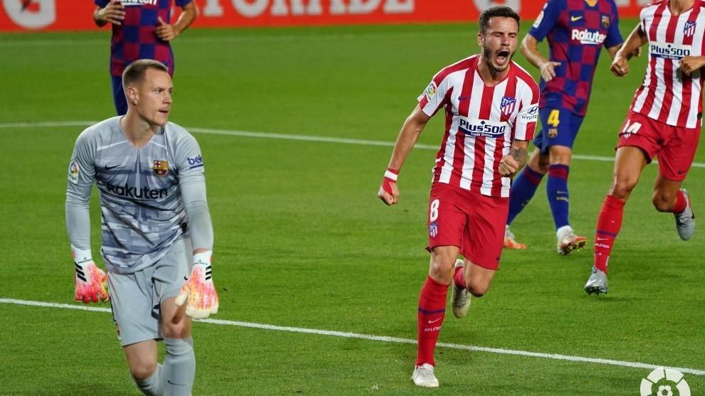 Saúl celebra uno de los goles ante el Barça.