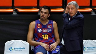 Svetislav Pesic, durante la final de la Liga Endesa, con Pierre Oriola...