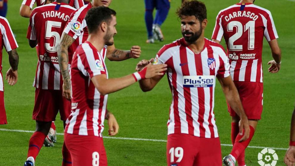 Diego Costa felicita a Saúl tras uno de los goles del Atlético.