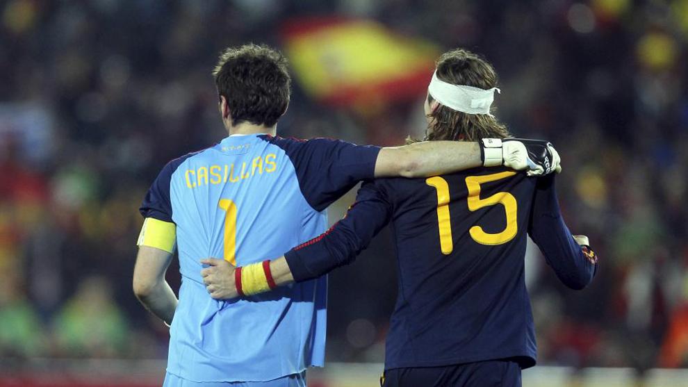 Casillas y Ramos durante el partido que enfrentó a España y Paraguay