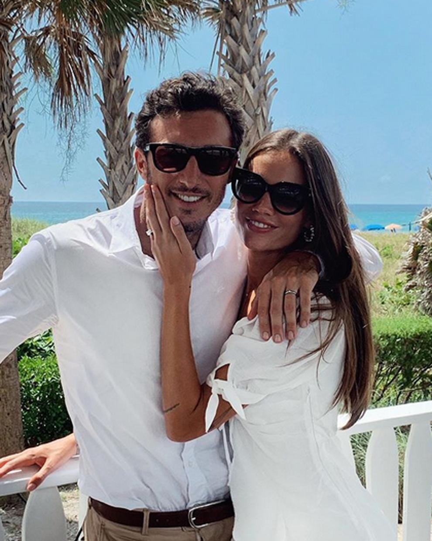 Juan Mónaco anunciando su compromiso matrimonial con la modelo Diana...