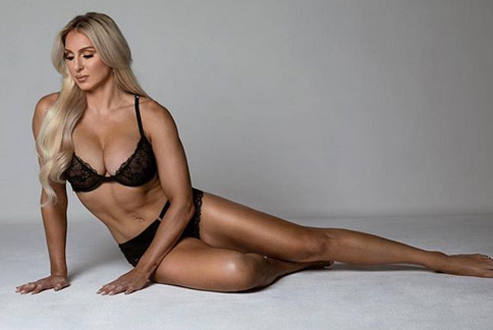 La luchadora Charlotte Flair comparte sus complementos preferidos en...