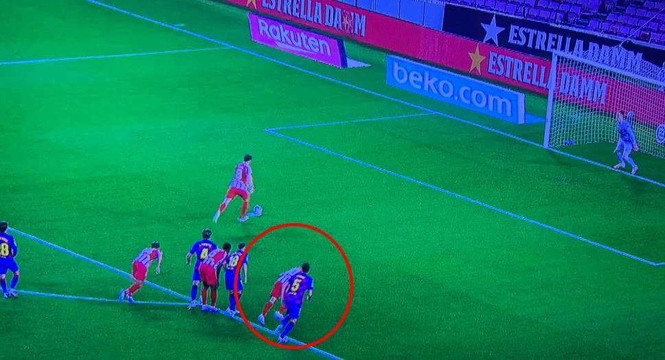 Arturo Vidal comete penal, Ter Stegen ataja y el VAR obliga a repetirlo en el empate del Atlético Madrid