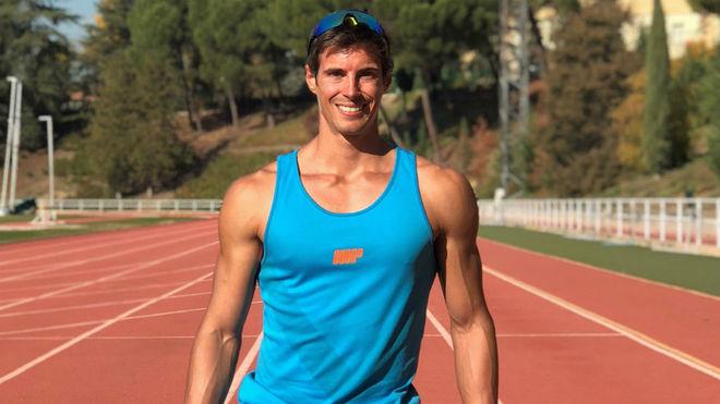 Miguel Camarena, en la pista de atletismo.