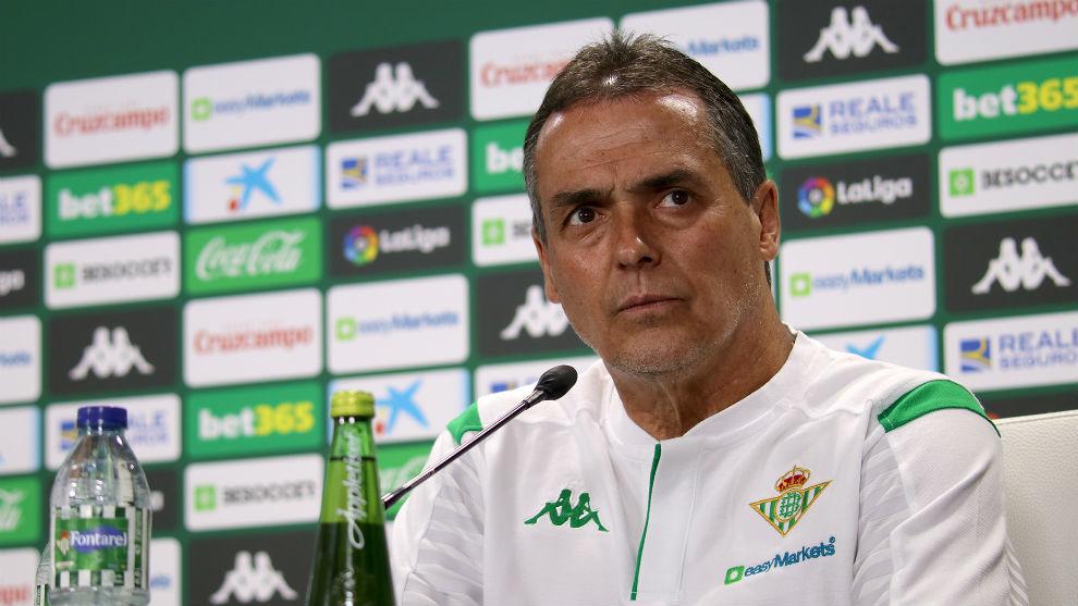 El técnico canario del Betis, en la sala de prensa del Villamarín