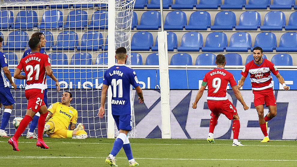 Antoñín y Soldado celebran el 0-1.