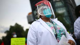 México está entre los primeros 10 países con más contagios de...