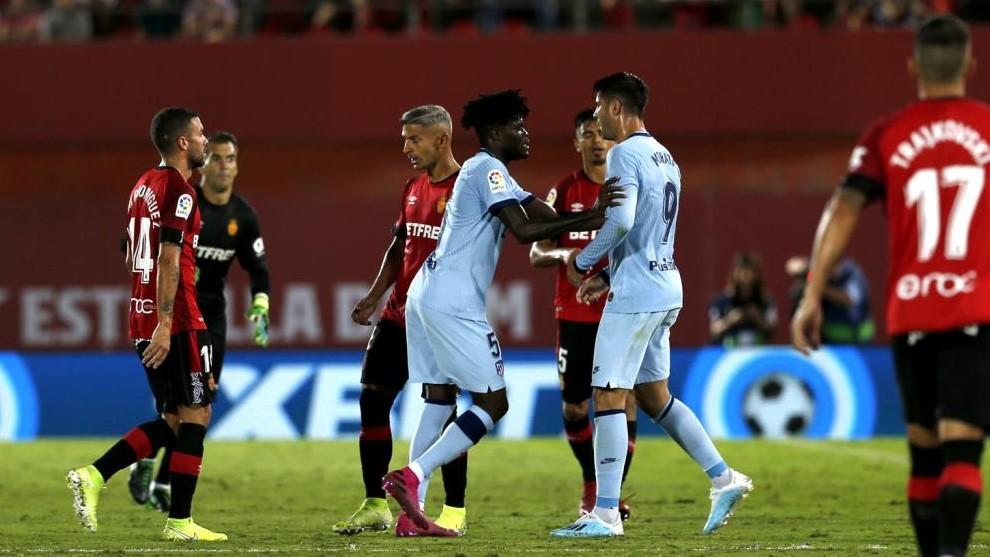 Momento del pique entre Morata y Salva Sevilla en la primera vuelta.
