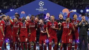 Los jugadores del Liverpool celebran la última Champions ganada en el...