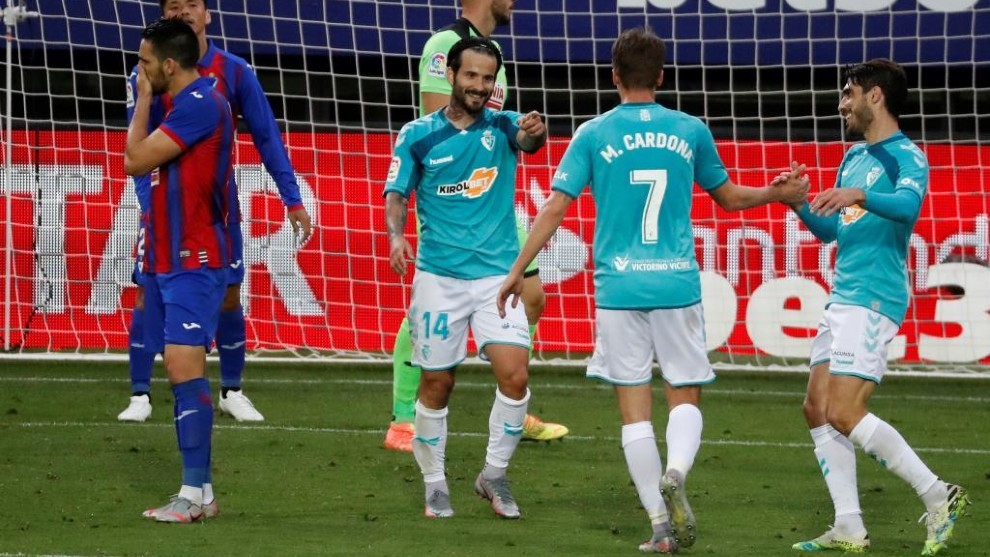 David García celebra el segundo de sus goles en el Eibar-Osasuna
