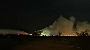 Así se veía ala distancia el incendio cerca del inmueble.