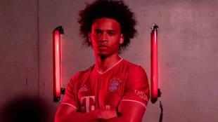 Así posa Sané como nuevo jugador del Bayern