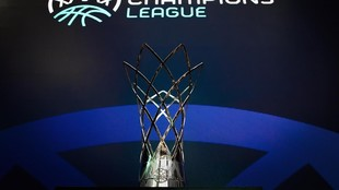 El trofeo de la FIBA Champions League.