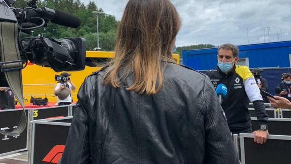 Abiteboul, atendiendo a las cámaras de Movistar en Austria.