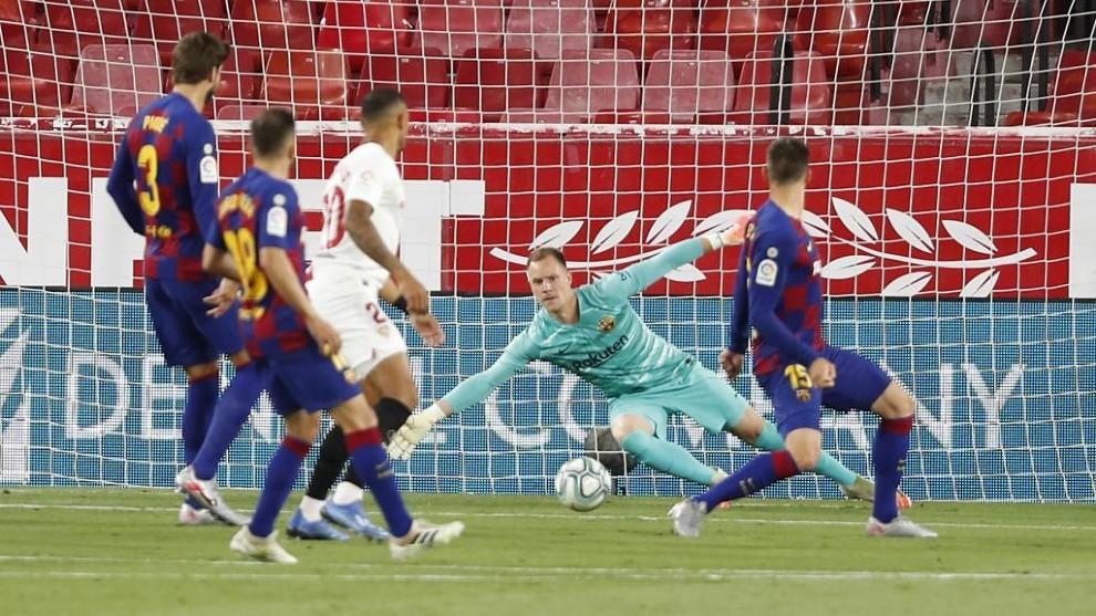 Ter Stegen, durante el encuentro contra el Sevilla.