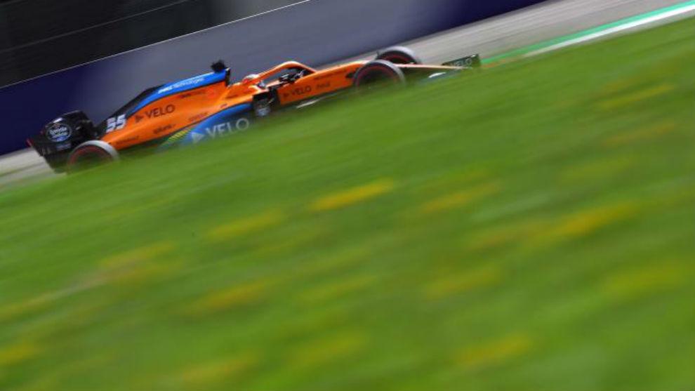 Carlos Sainz, durante los entrenamientos libres de hoy con el McLaren.