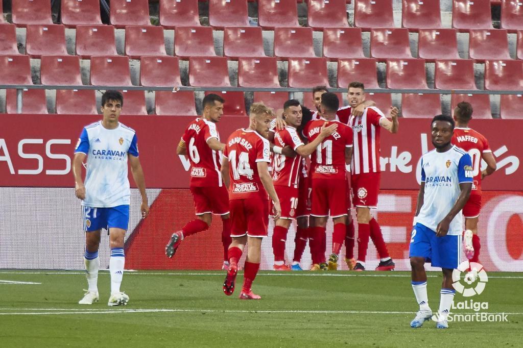 Los jugadores del Girona celebran un gol durante el choque ante el...