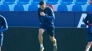 Bruno, en un entrenamiento con el Levante .