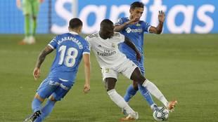 Partido de liga entre el Real Madrid y el Getafe