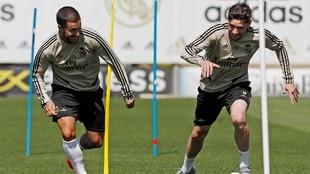 Hazard y Valverde, en un entrenamiento en Valdebebas
