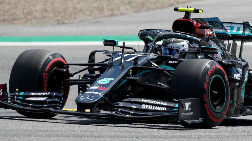 Bottas takes pole from Hamilton, Carlos Sainz will start eighth
