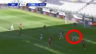 Tenía al lado a Cristiano pero Dybala se la 'fuma' y hace esto: ¿es el gol de la jornada?