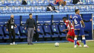 Garitano observa un partido del Alavés.