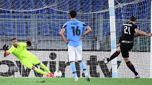 Ibrahimovic marca desde el punto de penalti