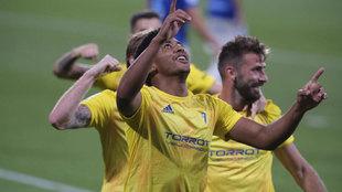 El Choco Lozano celebra uno de sus goles al Oviedo