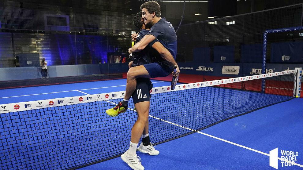 Juan Lebrón y Ale Galán celebran su primer título juntos.