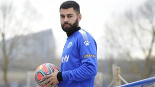Duarte posando con el balón de La Liga