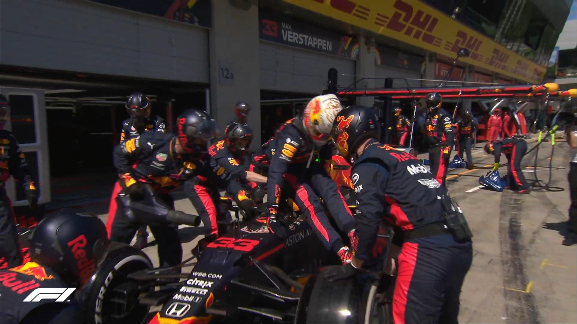 Verstappen se despide entre cabezazos