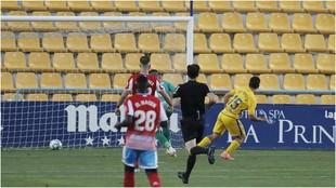 Rui Silva marcando el primer gol del Alcorcón cuando el cronómetro...