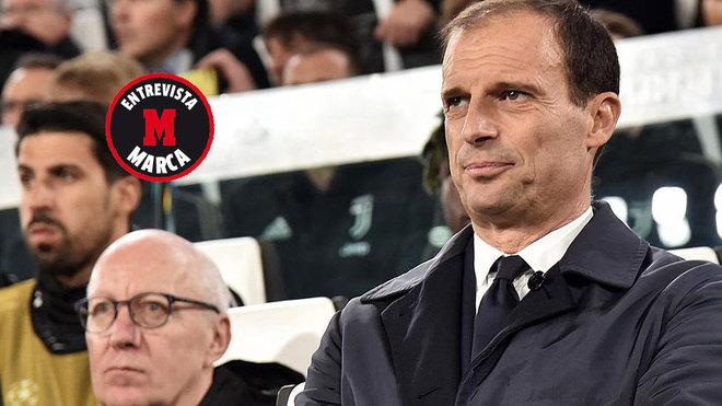 Massimiliano Allegri observa un partido.