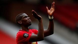 Pogba aplaude en un partido del Manchester United.