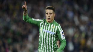 Cristian Tello (28) celebra un gol con la camiseta del Betis.