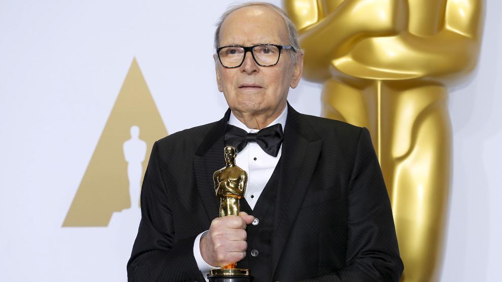 Ennio Morricone amb el seu Premi Òscar d'Honor el 2007
